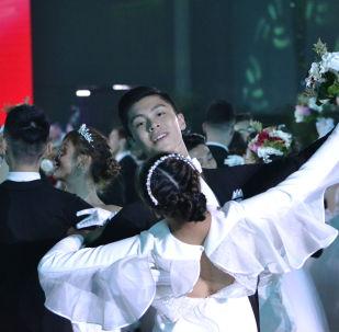 首届中俄国际舞会在北京举行