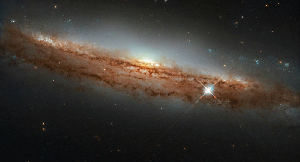 勃望远镜拍摄到飞碟状螺旋星系
