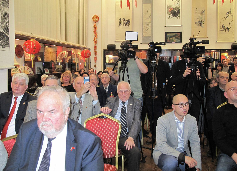 俄罗斯科学院远东研究所见面会上的与会者。