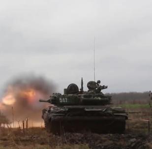 南部军区坦克兵完成检验射击