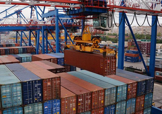 中國海關總署:前10個月中國進出口總值3.74萬億美元 同比下降2.5%