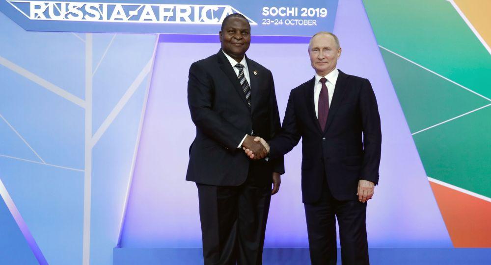 俄罗斯总统普京与中非共和国总统福斯坦-阿尔尚热·图瓦德拉