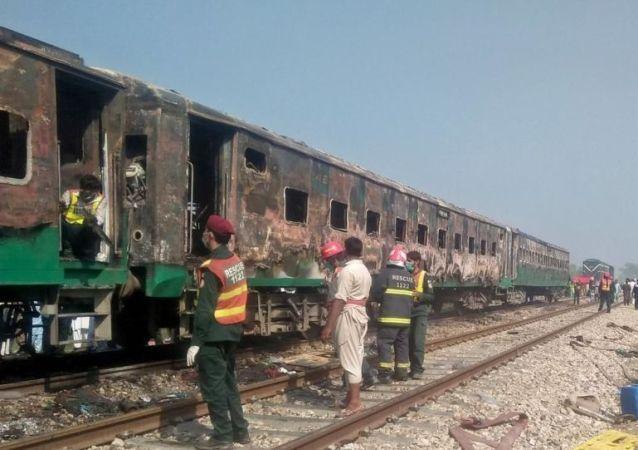 巴基斯坦北部列車失火遇難人數升至73人