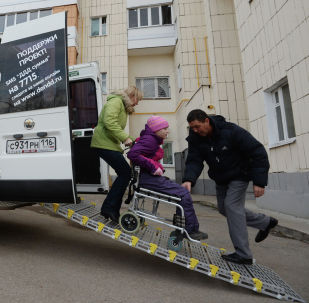 公益出租车为残疾人优惠价提供运输服务