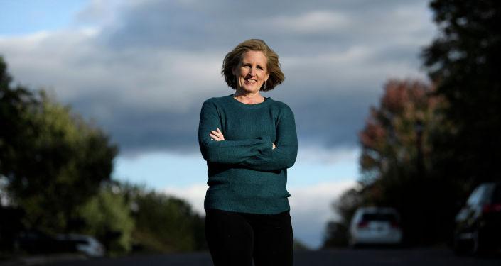 向特朗普車隊竪中指的美國女子贏得弗吉尼亞州地方選舉