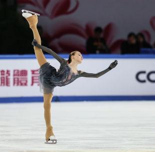 安娜·謝爾巴科娃在中國大獎賽上獲得金牌