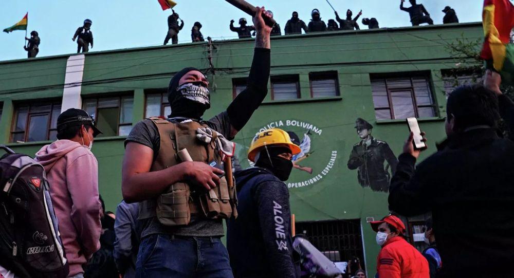 玻利维亚最高选举法院正副院长被捕