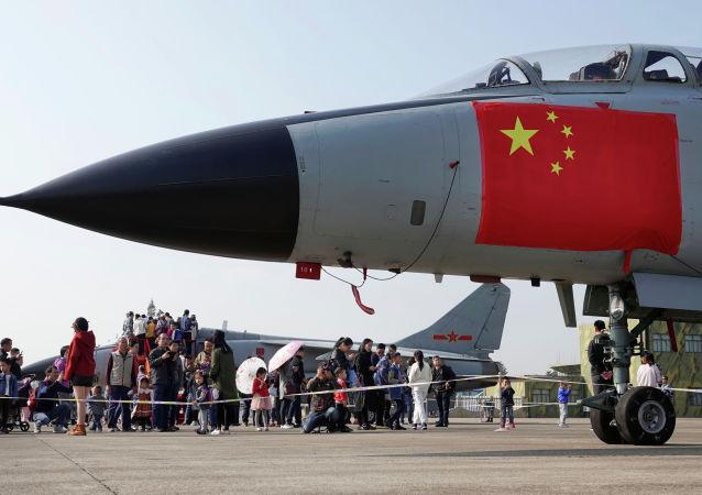 中国空军部队陆续换装新型武器装备