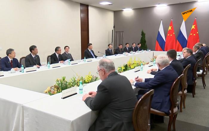 普京会见中国国家主席习近平