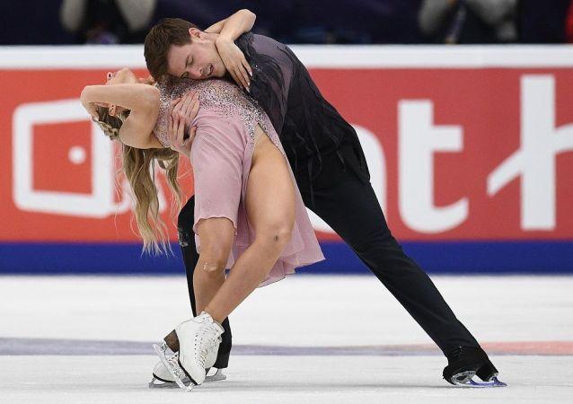 俄双人滑选手西尼齐娜和卡察拉波夫