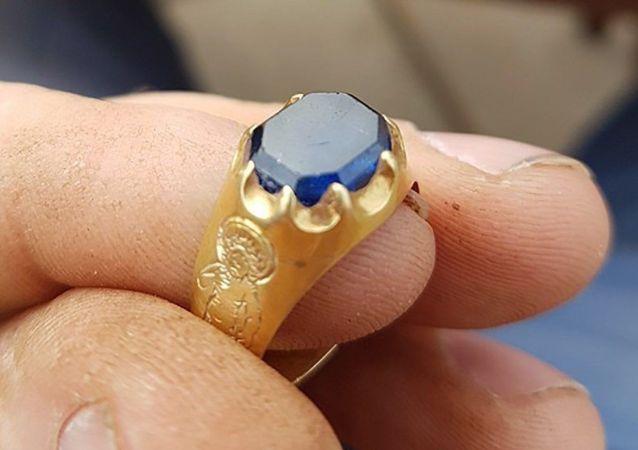英國人在捨伍德森林中找到15世紀的戒指