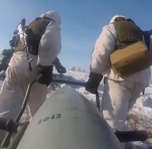"""俄国防部展示世界上最强大炮弹之一""""量角规"""""""