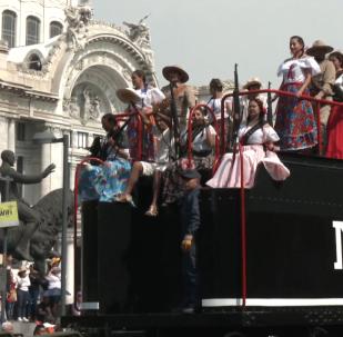 墨西哥革命109周年:街头举行丰富多彩的阅兵游行活动