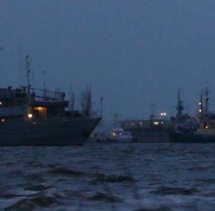3艘在俄罗斯被扣押的乌克兰舰艇回到奥恰科夫港