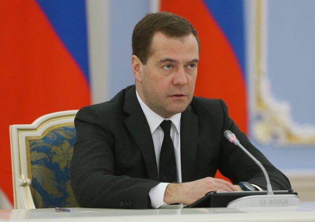 卫星新闻莫斯科9月24日电 俄罗斯总理德米特里·梅德韦杰夫表示,或将使用国家福利基金的资金开采乌多坎铜矿。