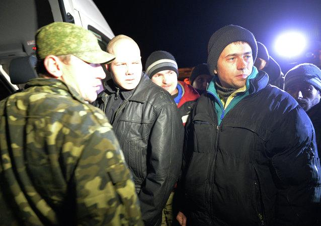 烏克蘭武裝與民兵在頓巴斯地區交換俘虜