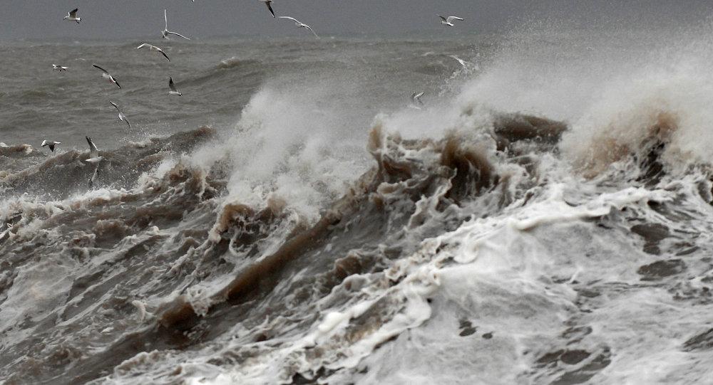 中國海事部門派船協助澳門在沈船海面搜救失蹤者