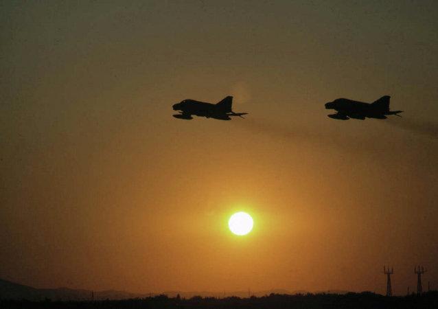 五角大楼:美空军对昆都士塔利班阵地实施空袭