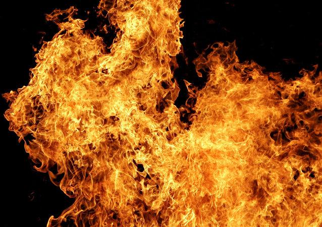 湖南化工厂大火被扑灭 无人员伤亡