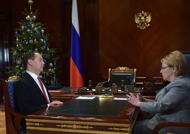 俄罗斯总理德米特里∙梅德韦杰夫和俄卫生部长韦罗尼卡∙斯克沃尔佐娃