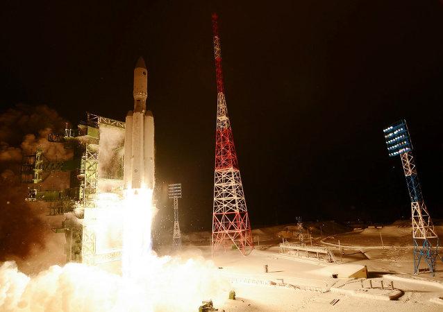 安裝助推器的俄國防部最新衛星已與「聯盟-2.1B」運載火箭成功分離