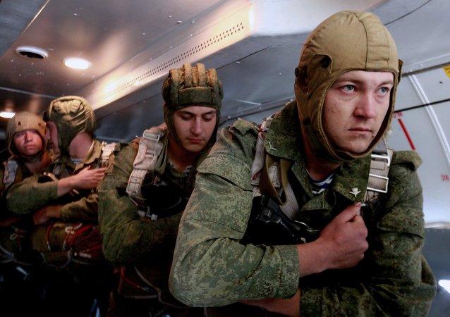 俄空降部隊抵達突擊檢查演練區域