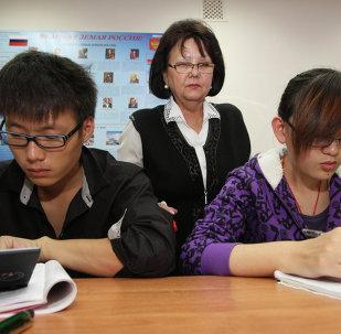 中国学生学习俄语