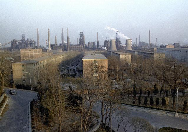 英國外交大臣哈蒙德呼籲中國加快減少鋼鐵產量