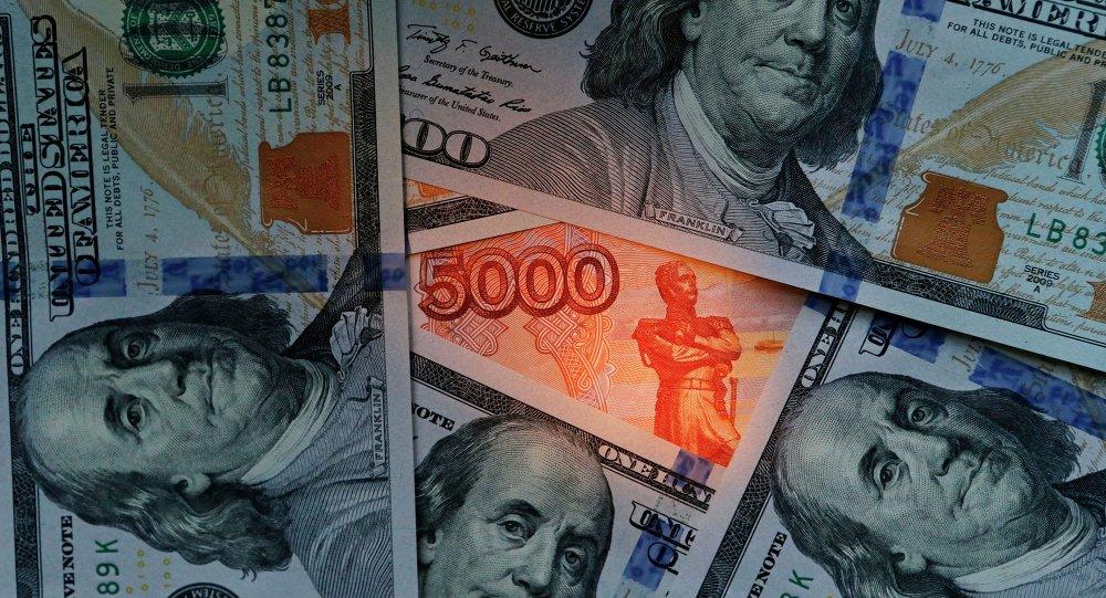 俄央行副行長:大批俄羅斯人上周將美元儲蓄換為盧布
