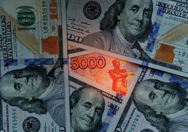 俄央行副行长:大批俄罗斯人上周将美元储蓄换为卢布