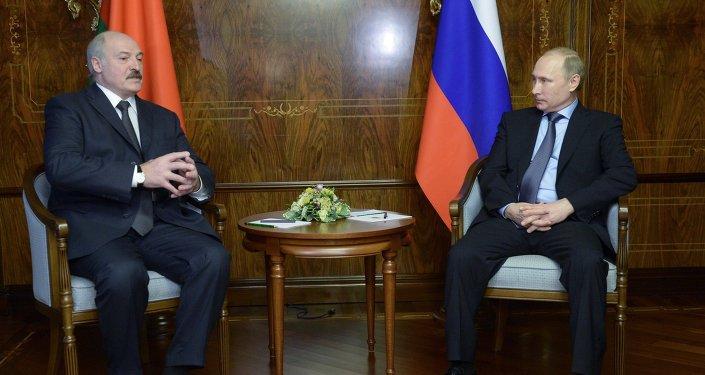 普京称与卢卡申科就解决石油天然气问题达成一致