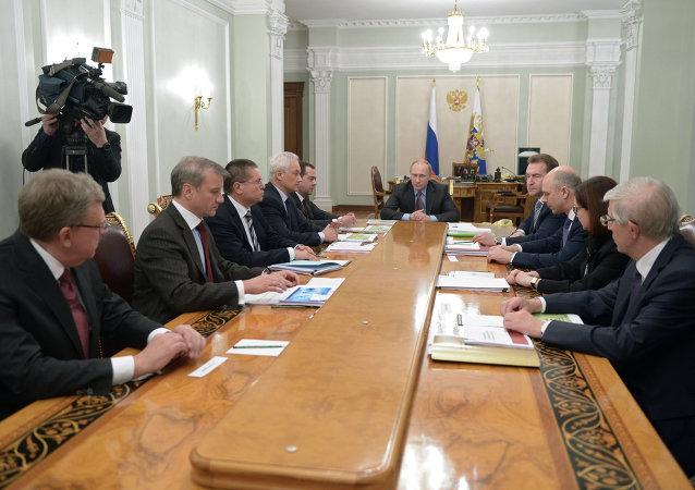 库德林:普京在会谈上就提高退休年龄举行讨论