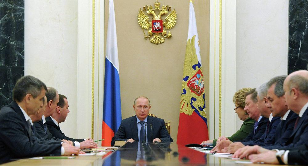 普京與聯邦安全議會就烏克蘭東南部局勢條件問題與伊斯蘭國組織頻繁活動問題進行討論