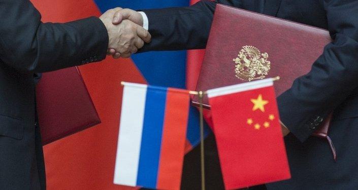 外媒:与美国的贸易战争推动中国加强中俄伙伴关系