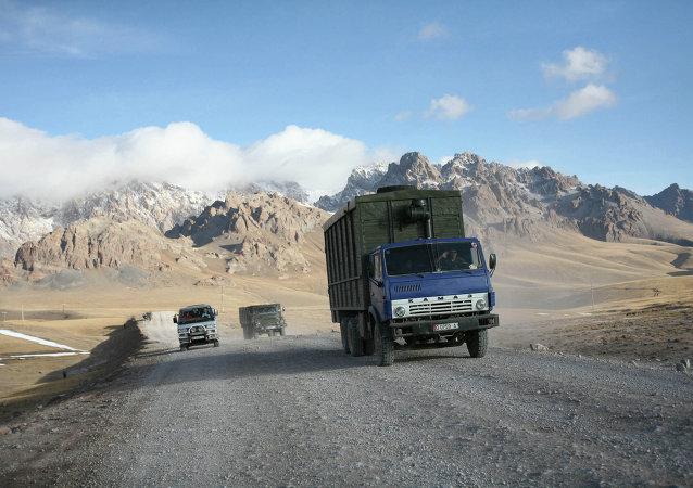 吉尔吉斯斯坦将查清该国货运汽车在中国被扣的情况
