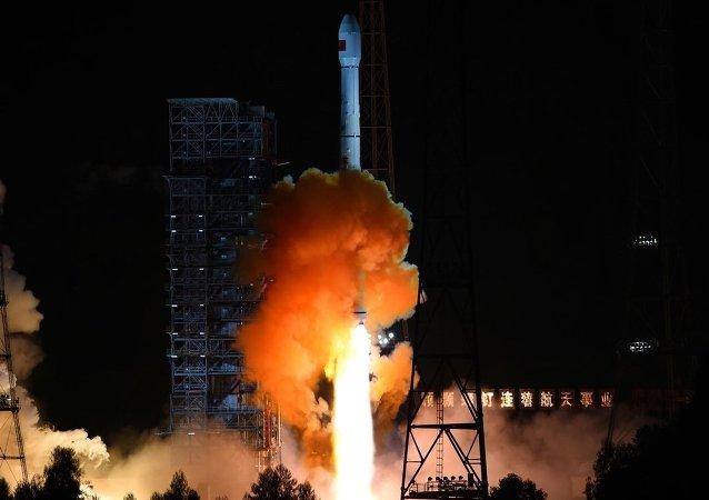 中國運載火箭長征六號點火發射 成功將20顆微小衛星送入太空