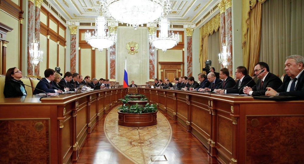 俄政府批准提高退休年齡和增值稅稅率的法案