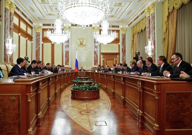 俄政府批准提高退休年龄和增值税税率的法案