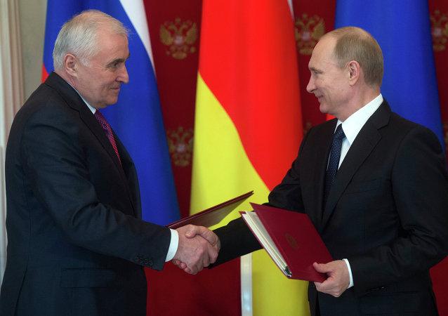 普京在与南奥塞梯总统季比洛夫的会晤上