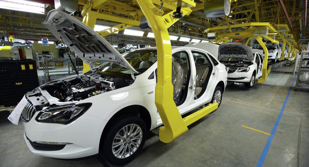 前7个月中国新能源汽车产销同比增长近一倍