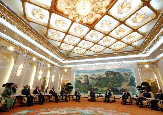 舒瓦洛夫:亚投行不会成为世行竞争对手