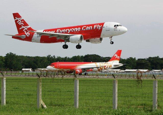 2014年12月亞航客機失事原因是飛機故障和機組人員操作不當