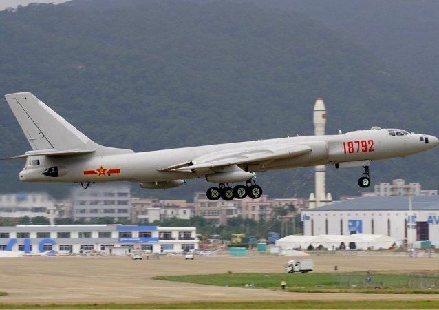 空军近日多架轰炸机和侦察机成体系绕台湾岛巡航