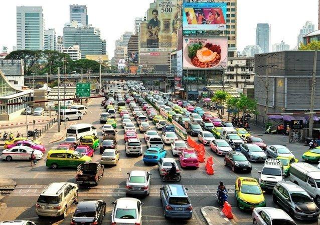 """在泰国公决期间禁止出售酒类饮料和抓""""妖怪"""""""
