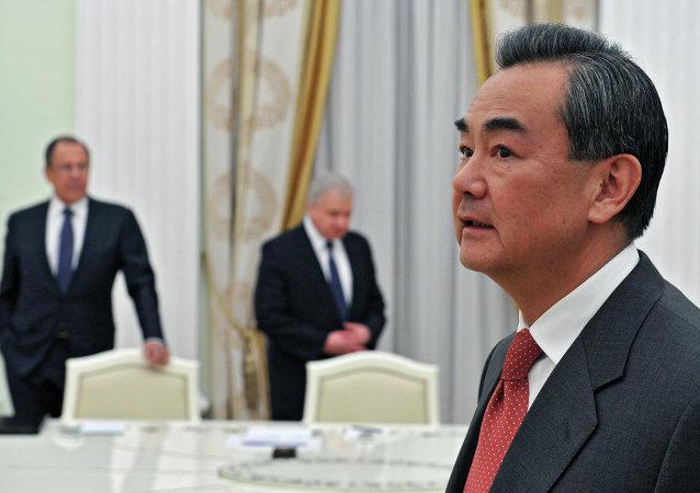 中国外长访俄期间将与普京总统举行会见