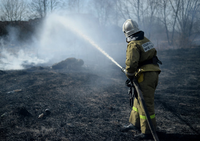 俄罗斯紧急情况部在远东开展大型防火防汛应急演练