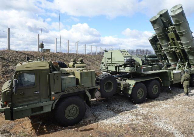 俄S-400系统凭借新型防空导弹将能毁伤400公里内的目标