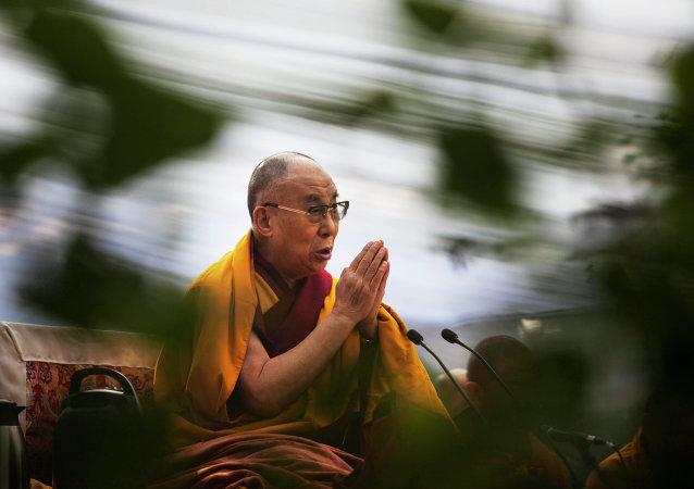 中国外交部:印方邀请达赖喇嘛访问中印争议地区将严重损害地区和平稳定