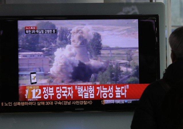 韩国电视观众在观看朝鲜核试验