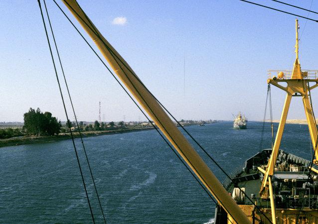 兩艘貨輪在蘇伊士運河相撞